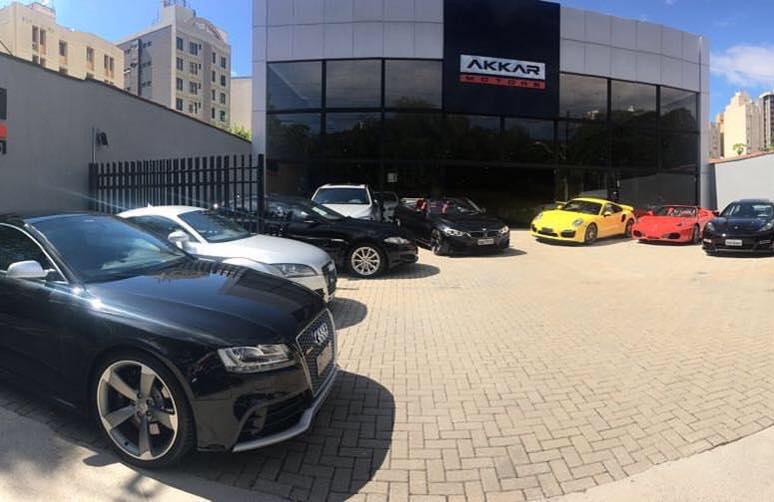 Fachada Akkar Motors